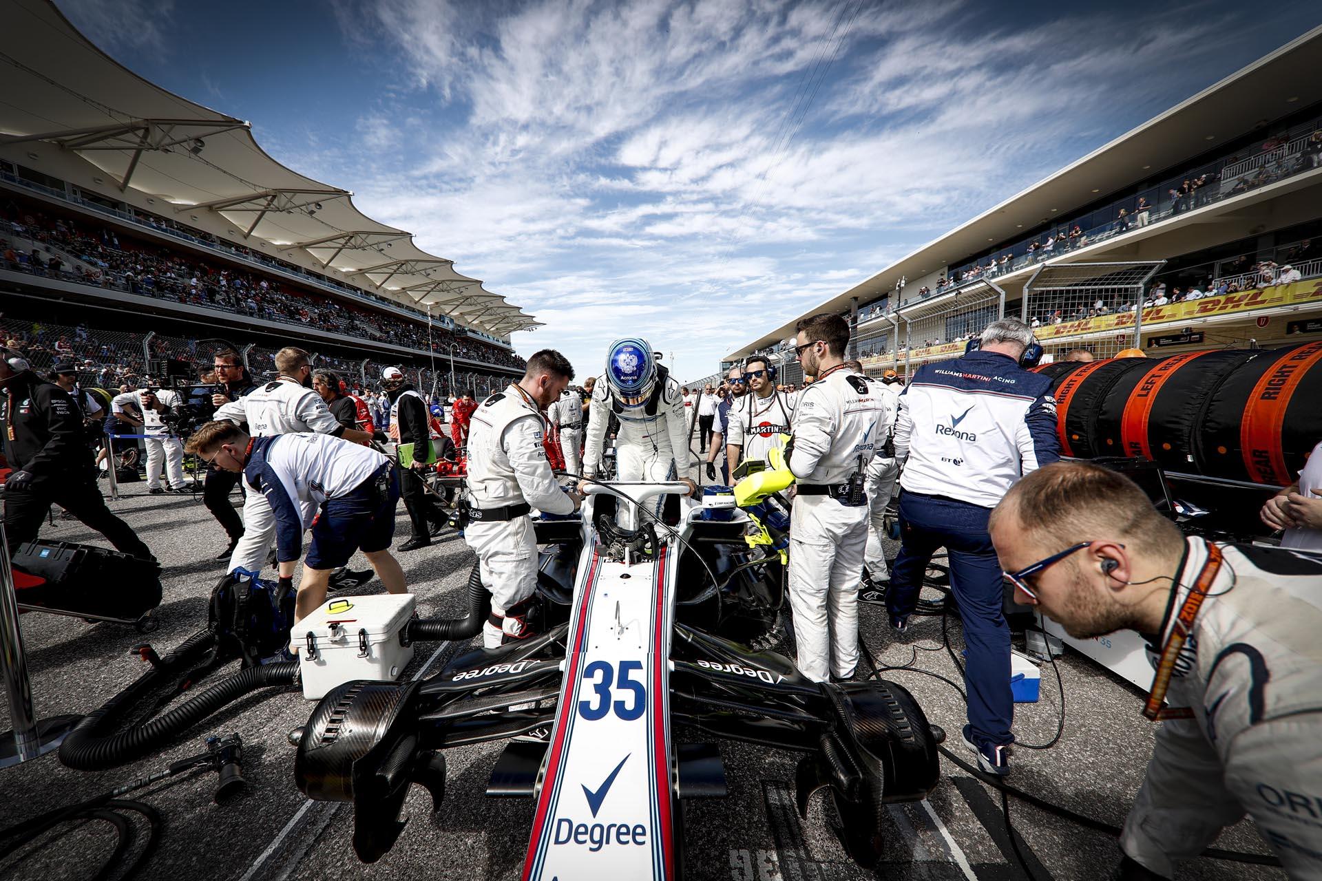 Пилот программы SMP Racing, гонщик команды Williams Martini Racing Сергей Сироткин занял в гонке 13-е место.